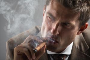 man zigarren rauch